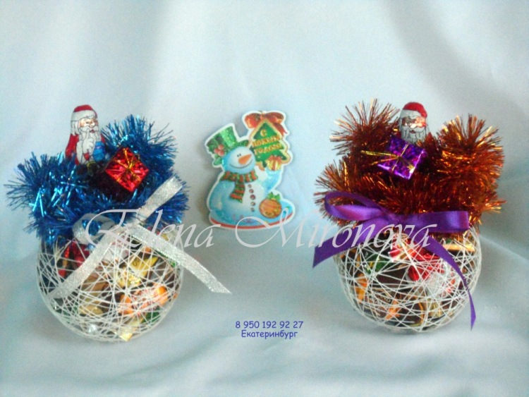 Новогодние шары из конфет своими руками 22