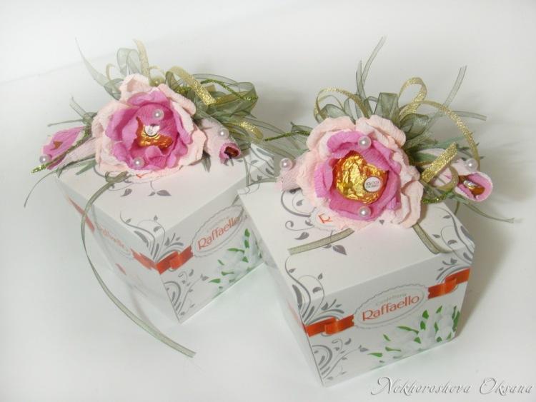 Коробка с цветами из конфет и чаем своими руками 16
