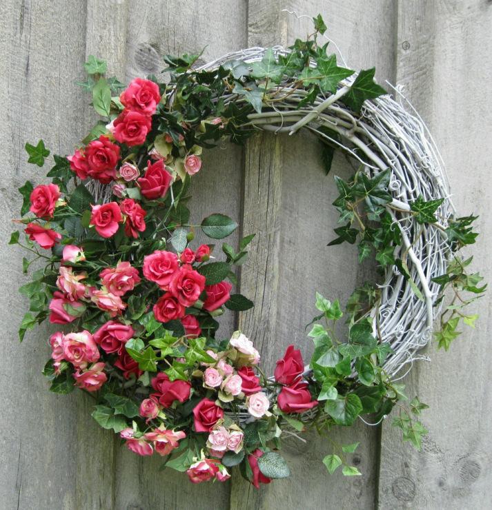 Цветы на двери своими руками