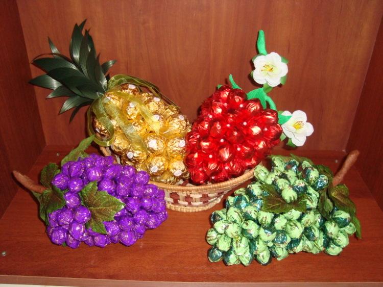 Как сделать из конфет фрукты своими руками  473
