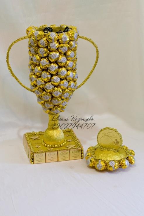 Кубок из конфет мастер класс