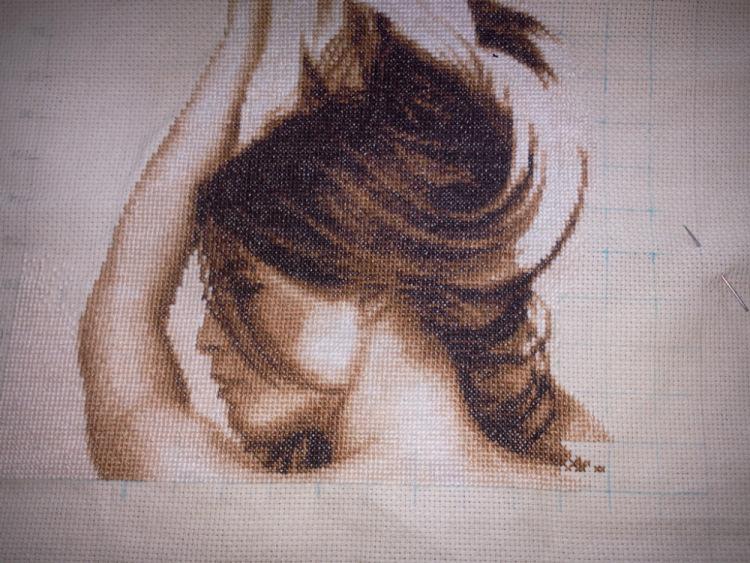 Вышивка девушки с волосами 317